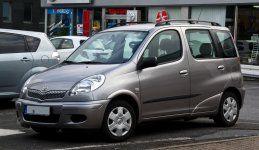 Toyota_Yaris_Verso_(Facelift)_–_Frontansicht,_31._Juli_2012,_Velbert.jpg