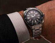 BL1300_Breitling_for_Bentley_Desk_Clock_Piano_Black_2048x2048.jpg